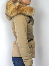 Load image into Gallery viewer, Natural Fur Parka