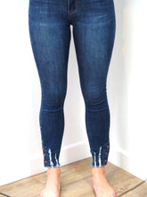 Load image into Gallery viewer, Queen Heart Denim Jeans