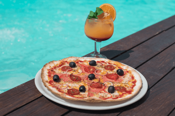 5 Best Cocktails to Pair with your Pizza