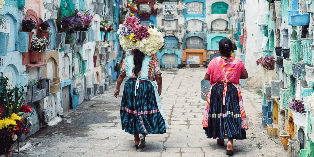 guatemala women colors flowers
