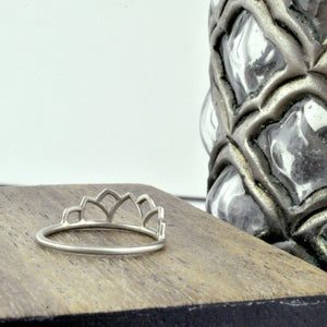 9ct White Gold Tiara ring