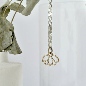 9ct Yellow Gold Sapphire Minimal Lotus necklace.