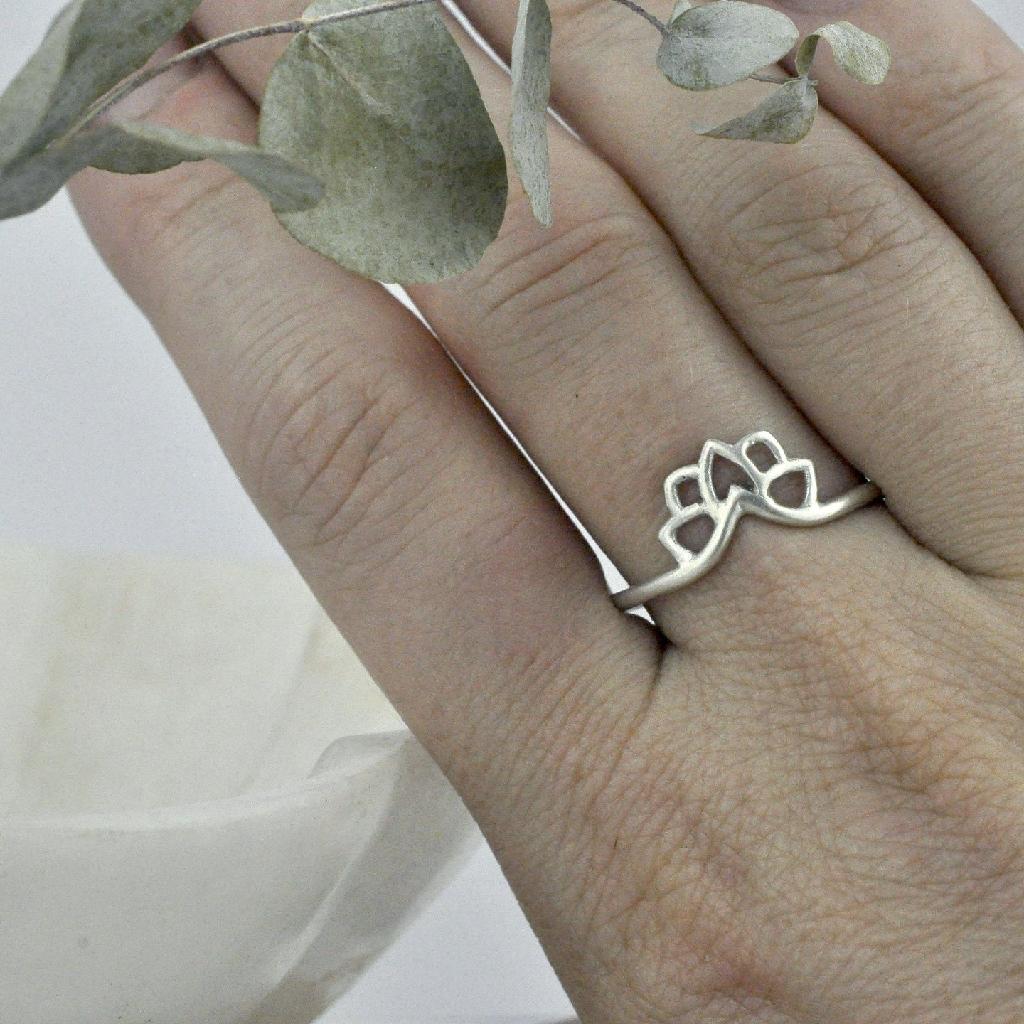 Silver wishbone curved ring.