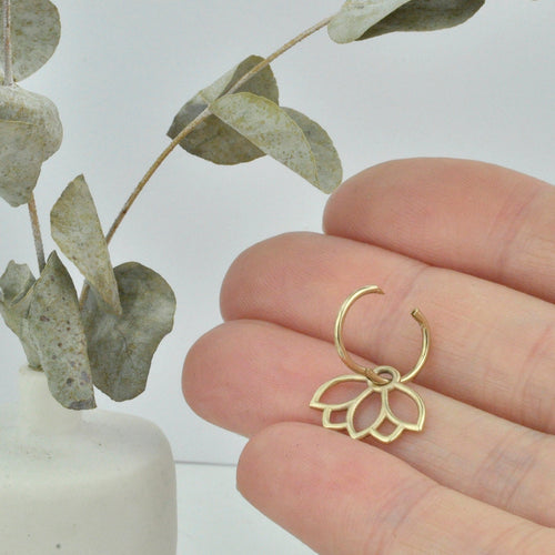Single small solid 9ct gold cartilage sleeper hoop earring.