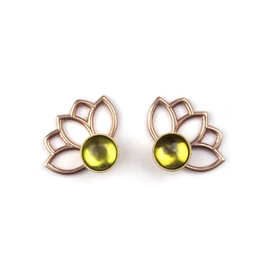 14ct yellow gold Peridot August birthstone Flower Studs.