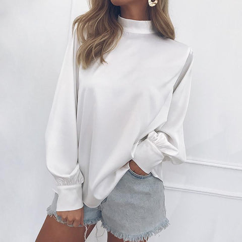 A Baggy Turtleneck Lantern Sleeve Snow Spinning Shirt