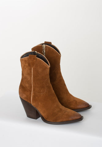 Western Boots help you recreate 70's look