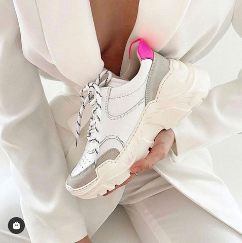 White sneakers for the perfect retro look