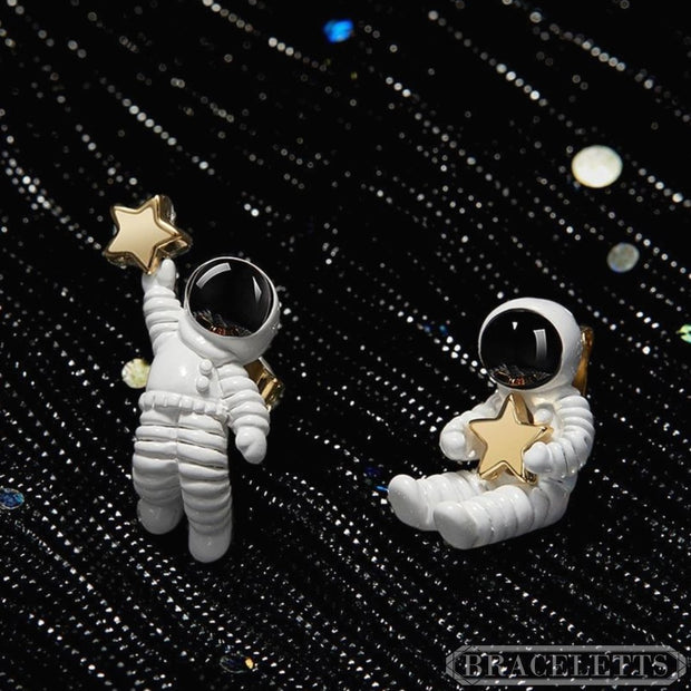 An Astronaut: The Earrings - Braceletts.eu