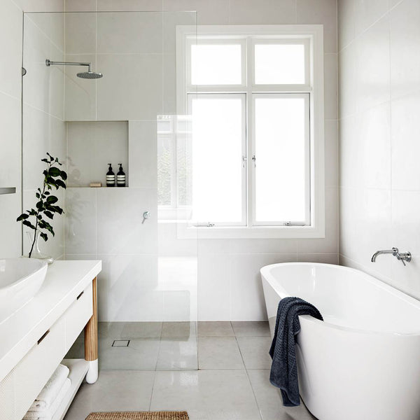 How to Make your Small Bathroom Look Bigger, brighter and Open