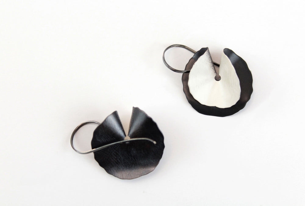 Earrings, white/black