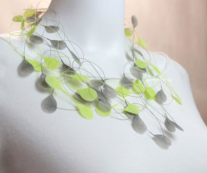 Necklace, green/grey