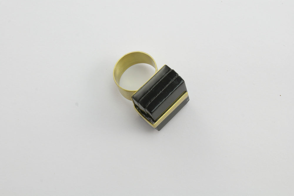 Ring, black glass