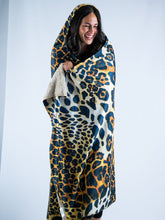 Load image into Gallery viewer, Cheetah Design Hooded Blanket