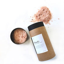 Load image into Gallery viewer, Hinoki Himalayan Bath Soak - te+te (te plus te) Made with a blend of certified pure Himalayan salt and Hinoki essential oil. Now it comes with a mix of three different sizes of salt crystals for longer lasting hinoki aroma.