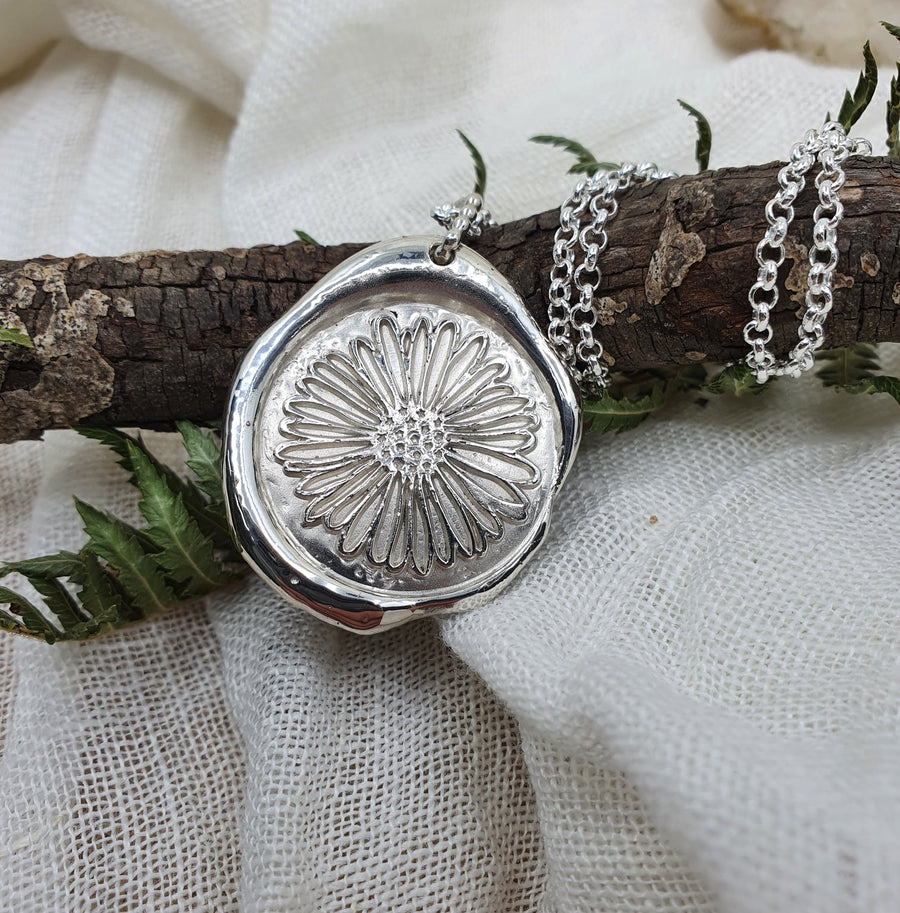 Silver Seal Daisy Necklace