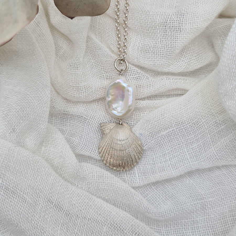 Doughboy Shell Pendant with Keshi Pearl