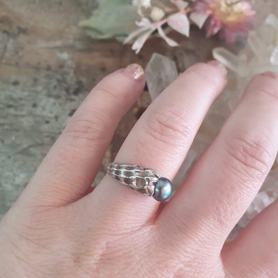 Sterling Silver Seashell Ring with Black Button Pearl