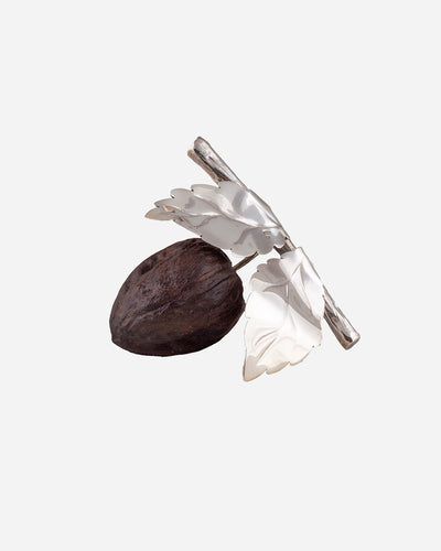 Nut in Wood with Leaves in Silver