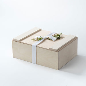 a-signature-welcome-charleston-sc-curaated-gift-wooden-box-product-box.jpg