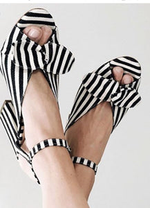 NWB Loeffler Randall Leigh white/eclipse stripe 8