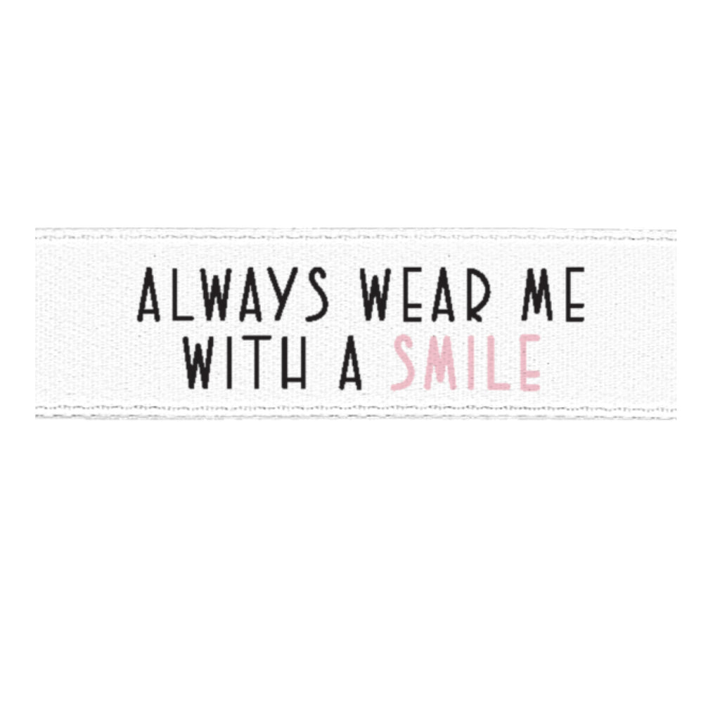 "Satinlabel ""always wear me with a smile"" // 1 Stück rosa"