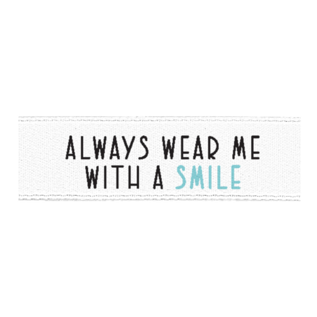 "Satinlabel ""always wear me with a smile"" // 1 Stück blau"