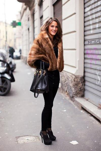 Woman Fashionable Short Fur Coat