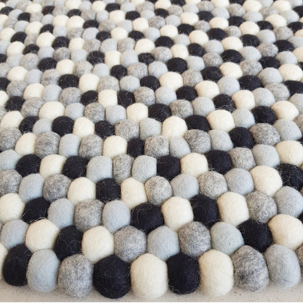 Felt Ball Rug – Salt and Pepper