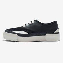 Load image into Gallery viewer, Inka Sneaker Black / Black