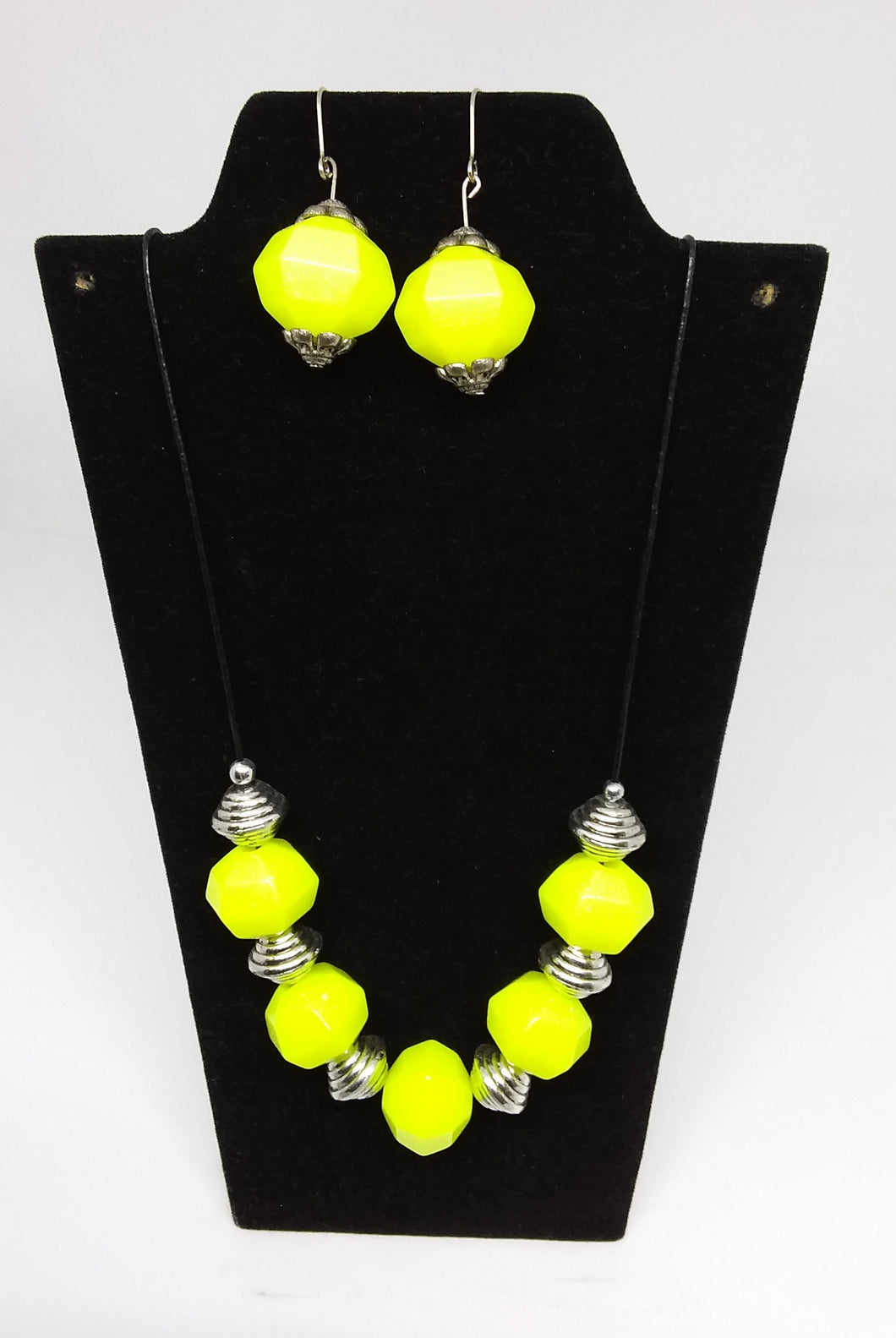 Citron Necklace and Earrings Set