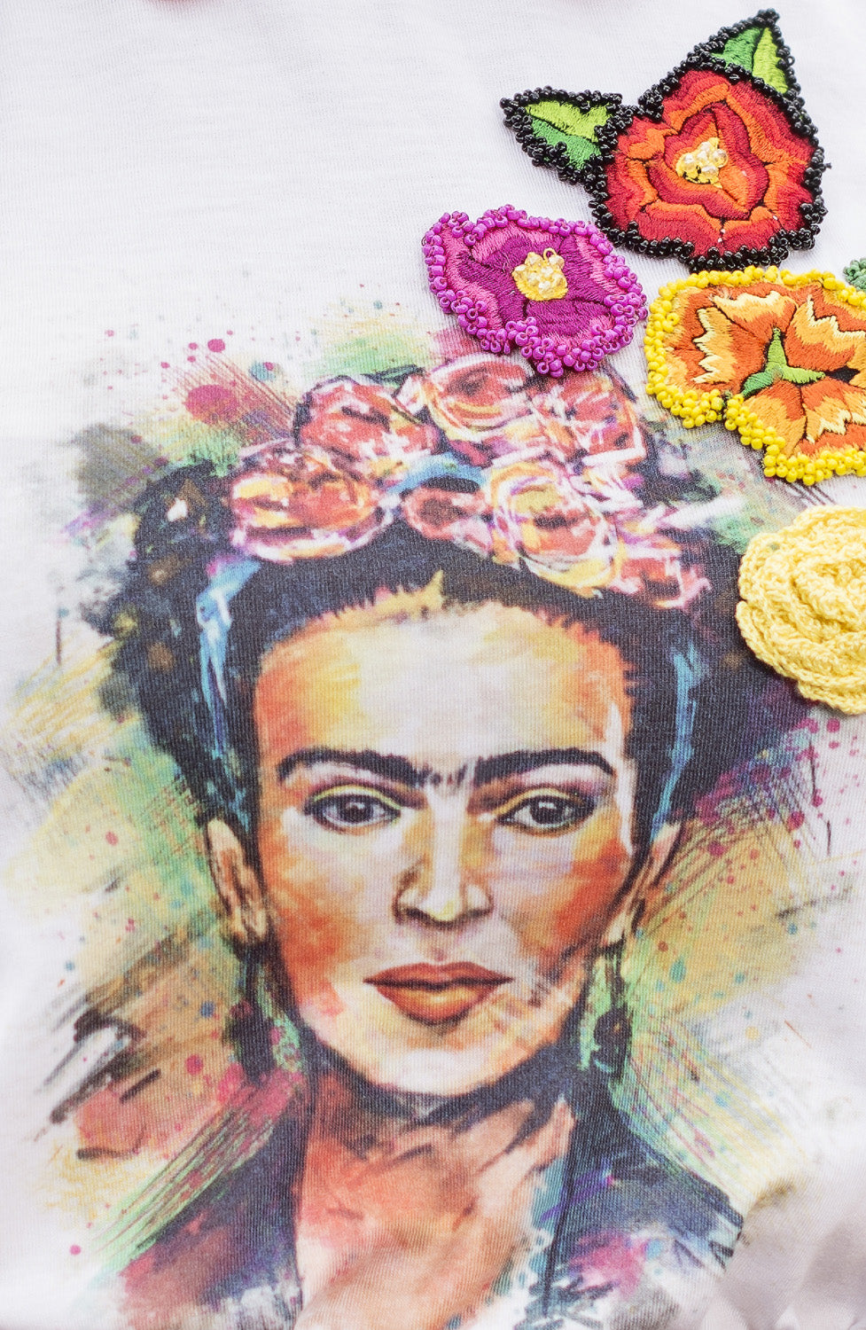 T-shirt con Frida Kahlo by Enamoramex da donna