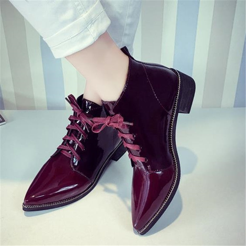 8bdcd1a58045 2018 Best-selling European women s spring shoes fashion patent leather  pointed toe vintage leather Chelsea