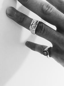 VEIN SIGNET RING