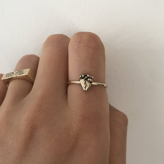 Gold heart band ring (9 carat)