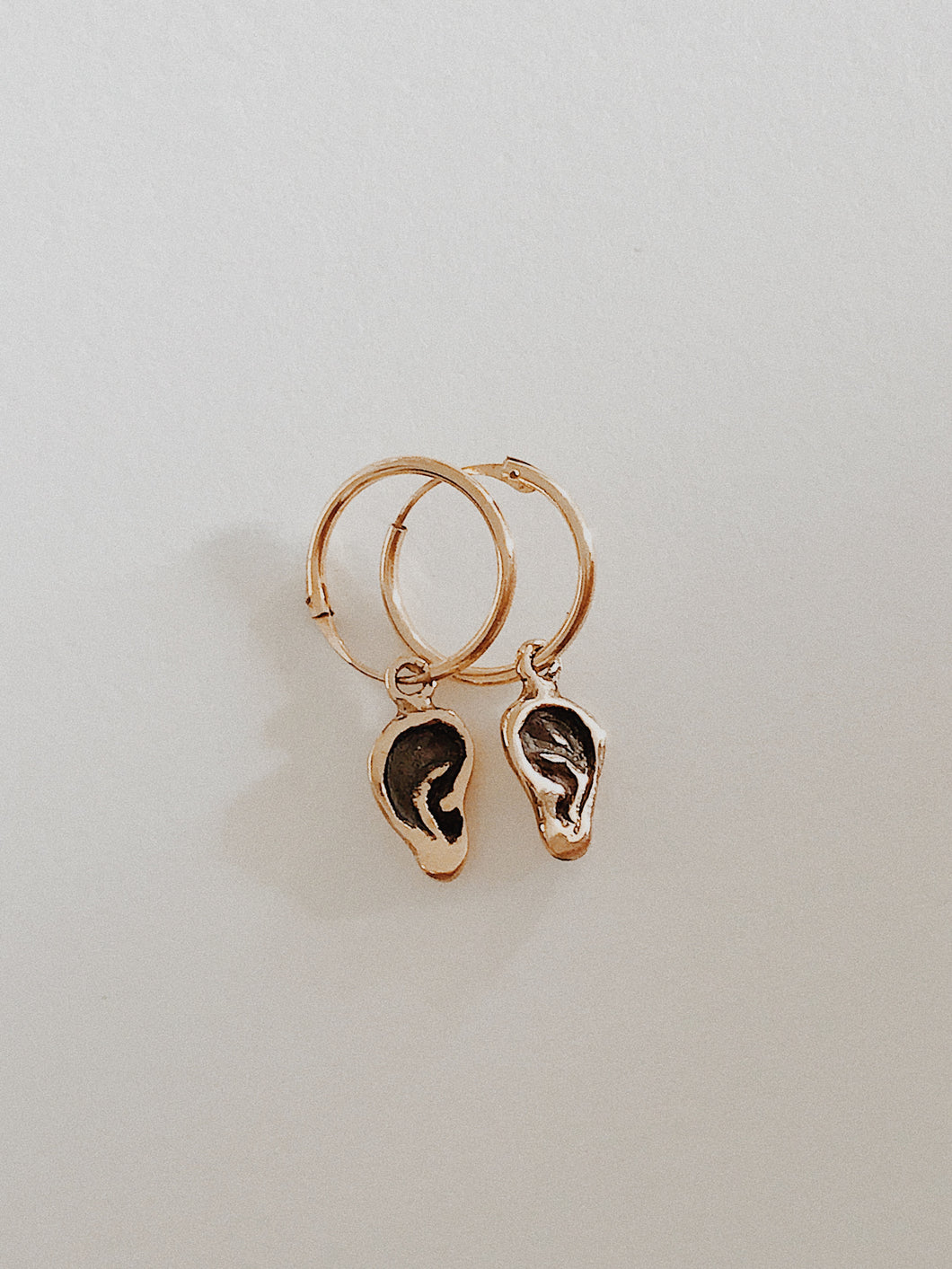 Gold ear earrings (9 carat)