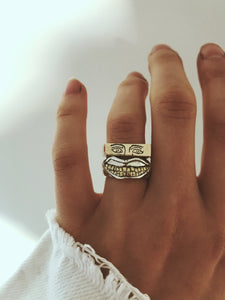 Gold thin crying eyes ring (9 carat)