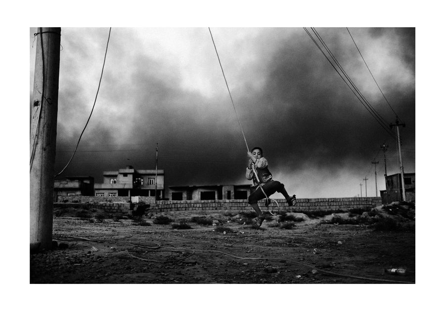 Boy swinging in electrical wire, Mosul 2016 - Photographic print, stamped and signed by Jan Grarup. Printet on Baryta Fine Art 325 gram paper in A2 (59,4 x 42cm)