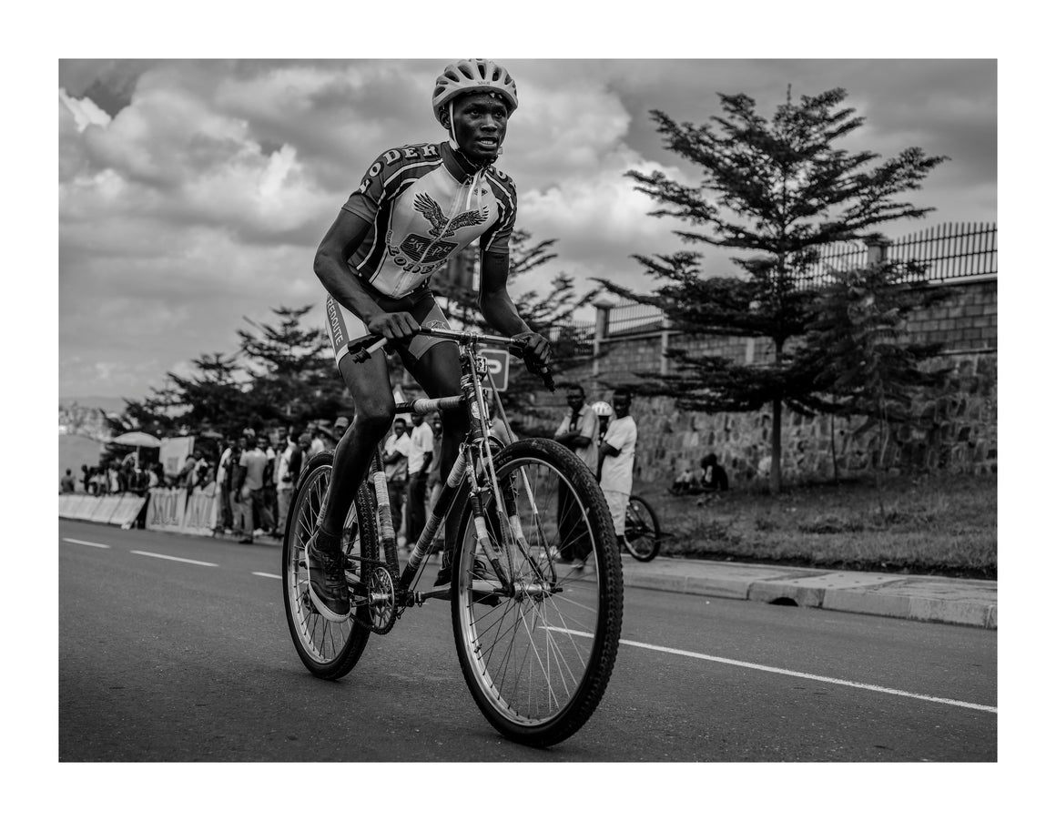 Cycling race, Rwanda 2019  - Photographic print, stamped and signed by Jan Grarup. Printet on Baryta Fine Art 325 gram paper in A2 (59,4 x 42cm)
