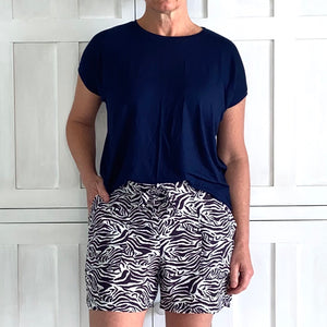 Muizies Shorts in Navy Zebra