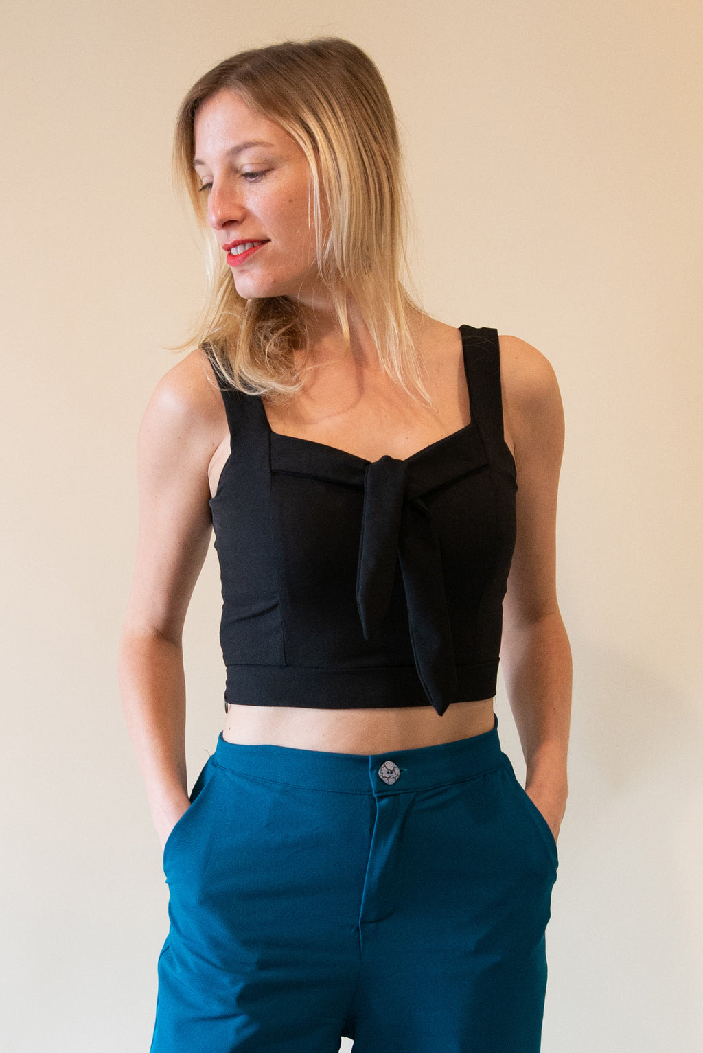 Cute Crop Tops with Fabric Belt - Black