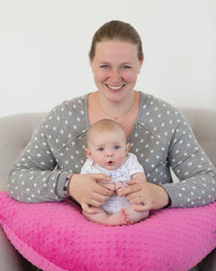 The Bright Pink Bubble Nursing Pillow is Canada's favourite breastfeeding pillow! It is perfect for toddlers and twins.