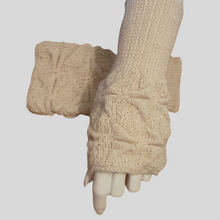 Load image into Gallery viewer, Alpaca High Relief mittens