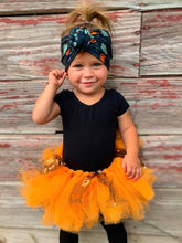 Load image into Gallery viewer, HALLOWEEN BABY  KNOT