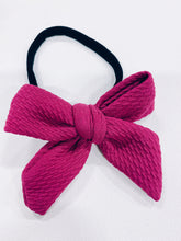 Load image into Gallery viewer, DARLING BOW ON BLACK NYLON