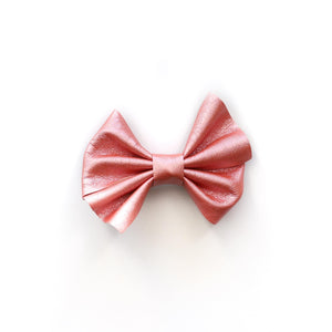 PLEATHER DAINTY BOW CLIP