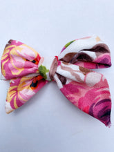 Load image into Gallery viewer, FUN PRINTS DARLING BOW ON CLIP