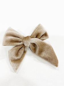 DARLING VELVET BOWS ON CLIP