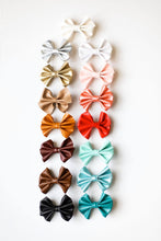 Load image into Gallery viewer, PLEATHER DAINTY BOW CLIP