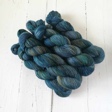 Load image into Gallery viewer, Miss la Motte Lace Merino in Dirty Indigo